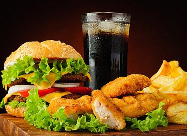 Ученые: Употребление жирной пищи способствует развитию болезни Альцгеймера