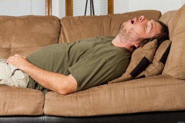 Спать на спине и с открытым ртом опасно: Научные открытия в области сна