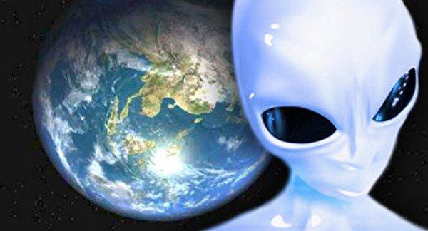 Спутник NASA обнаружил на околоземной орбите корабль, похожий на сигарету