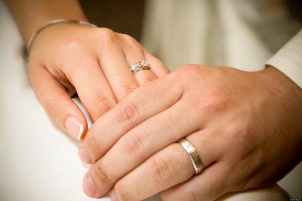 Ученые: Обручальные кольца вредны для мужчин