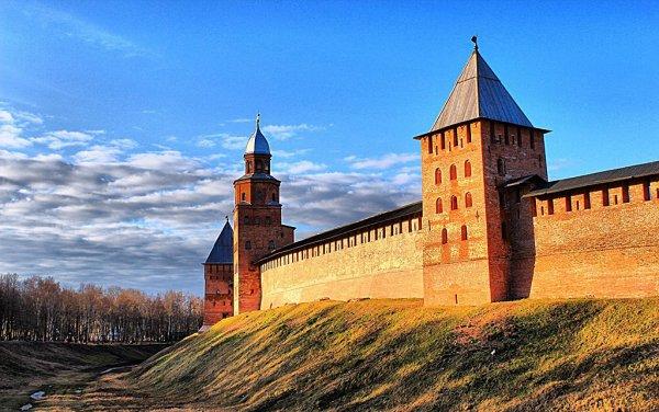 На раскопках в Новгороде нашли амулет XIII века