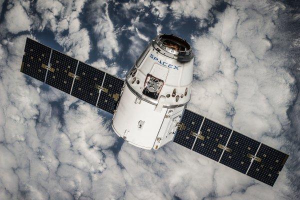 Космический грузовик Dragon отстыкуется от МКС в воскресенье