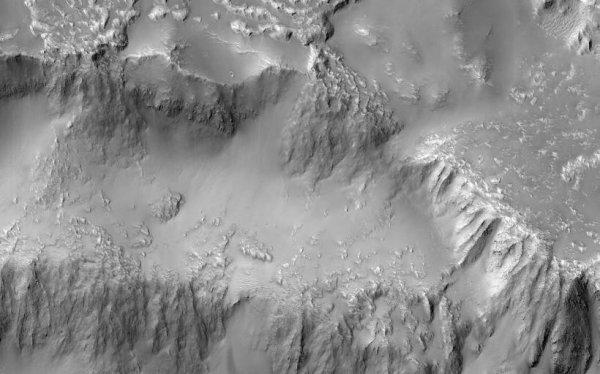 NASA опубликовало снимки водопада лавы на Марсе