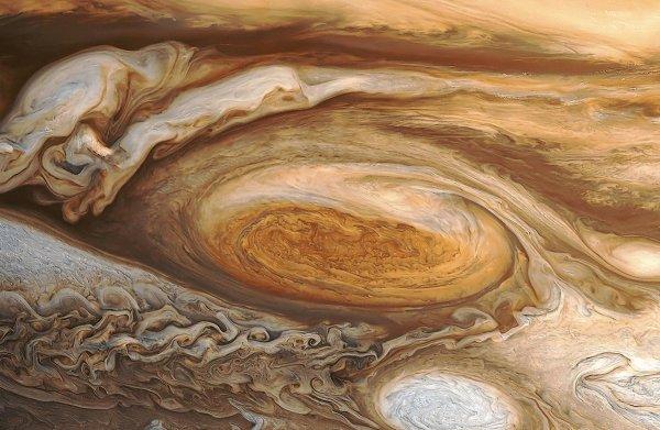 Космический зонд Juno обследует Большое красное пятно Юпитера