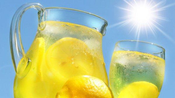 Ученые рассказали, какие продукты нельзя принимать в жару