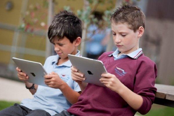 Ученые рассказали о вреде планшетов для детей до 12 лет