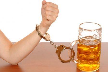 Британские ученые решили лечить алкоголизм наркотиками
