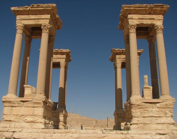 В Царском Селе установили копию колонны Зенобия