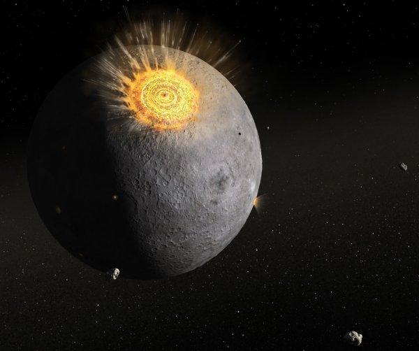NASA: Взрыв от падения метеорита на Луну был виден с Земли