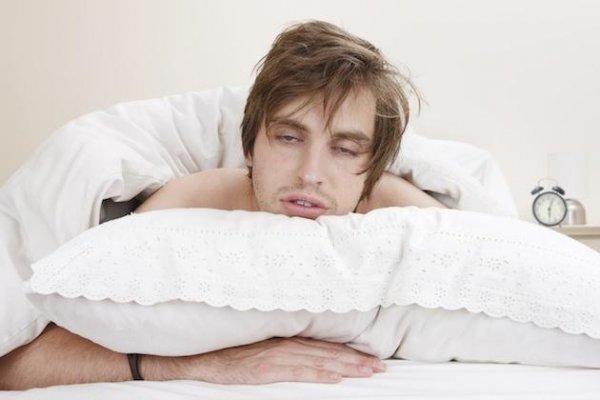 Ученые: Алкоголь негативно влияет на сон человека