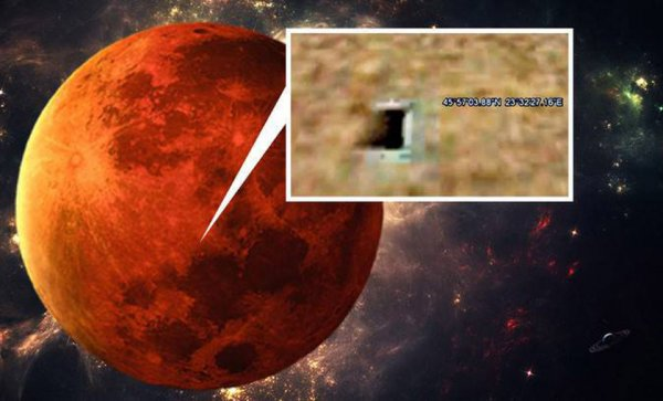 Уфологи заметили на Марсе вход в секретную базу инопланетян