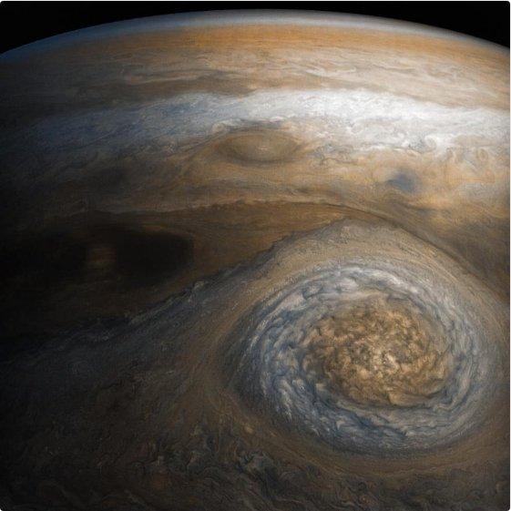 NASA обнародовало снимки Малого красного пятна Юпитера