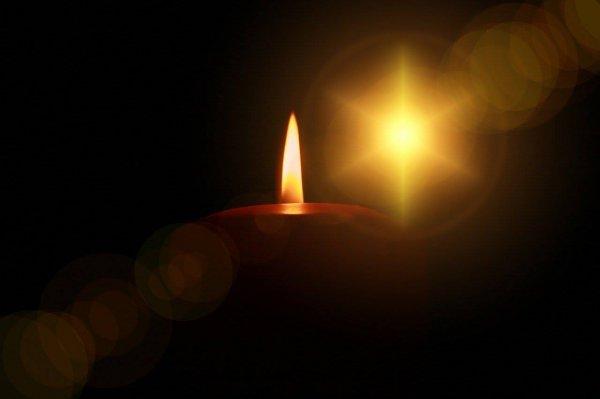 Ученые определили, на каком расстоянии ночью можно различить пламя свечи