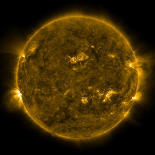 В интернет попало фото «дозаправки» инопланетян солнечной плазмой