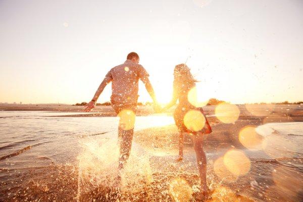 Ученые объяснили, как связаны щедрость и достижение счастья