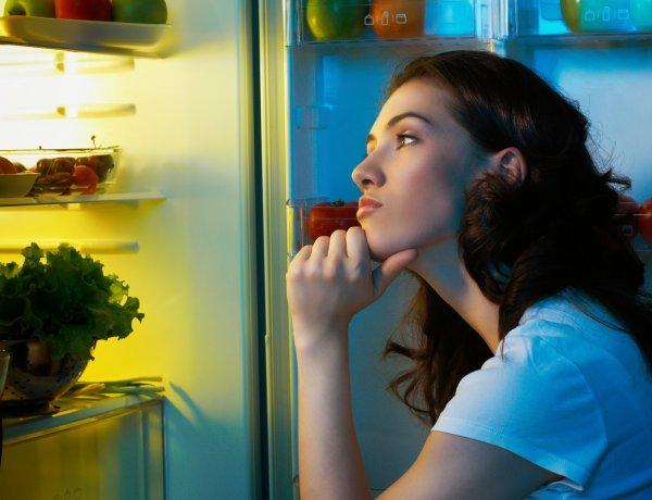 Ученые выснили, что ночные перекусы могут вызвать ожог кожи