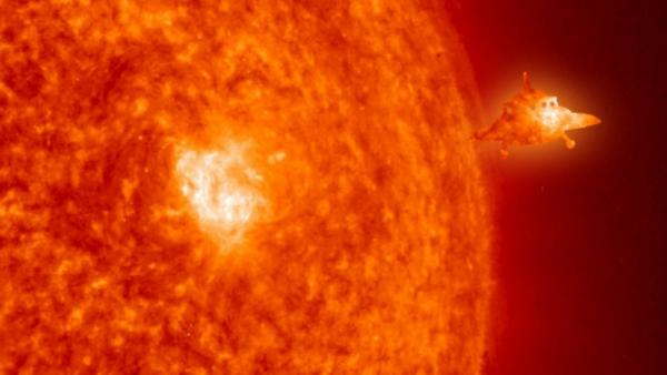 Новое появление НЛО возле Солнца до затмения: Пришельцы следят за людьми?