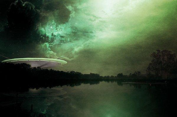 Фотограф нашел НЛО в Калифорнии возле «ведьминого камня»