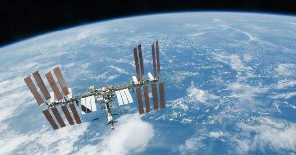 Космонавты МКС поймали на видео яркий космический НЛО