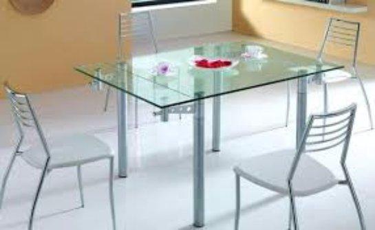 Плюсы и минусы стеклянных столов