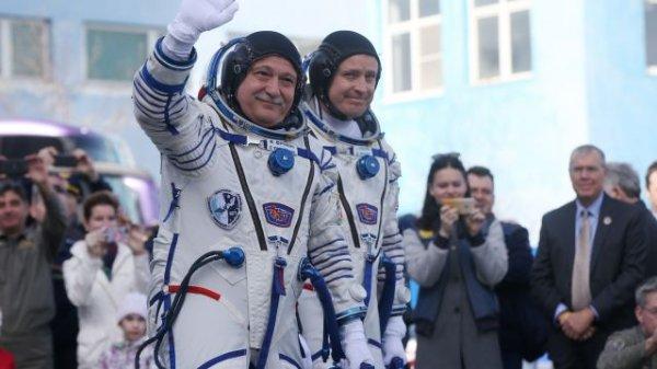 Вернувшихся из МКС космонавтов поприветствовали на родных землях