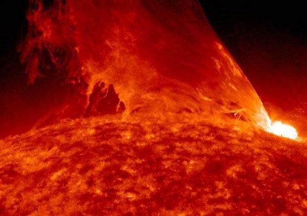 На Солнце снова зафиксировали мощную вспышку