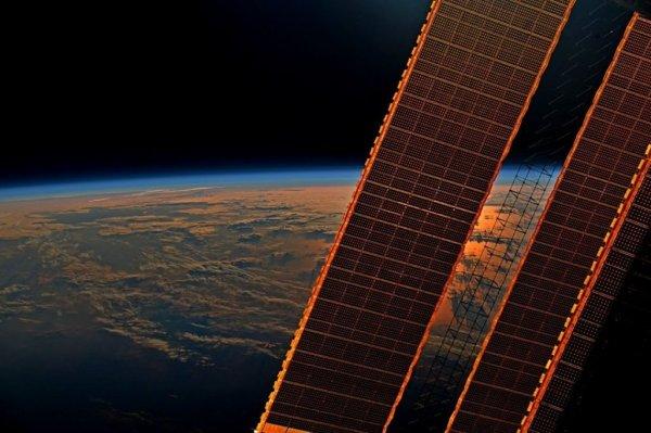 Экипаж МКС спрятался в укрытии из-за опасности от вспышки на Солнце: Что происходит с людьми во время всплеска энергии?