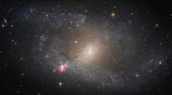 NASA показало новый снимок галактики со вспышкой звёздообразования