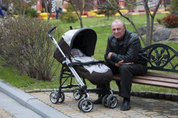 Ученые рассказали об опасностях позднего отцовства