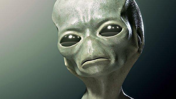 Уфолог заметил на новых фото Марса лицо пришельца