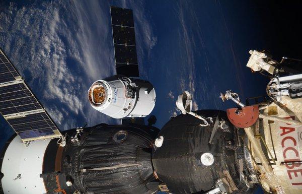 NASA покажет отстыковку грузового устройства Dragon от МКС