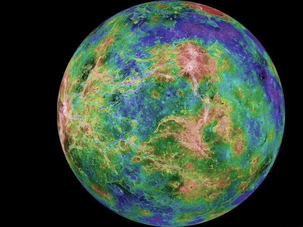 Астрономы изучили аномалии на темной стороне Венеры