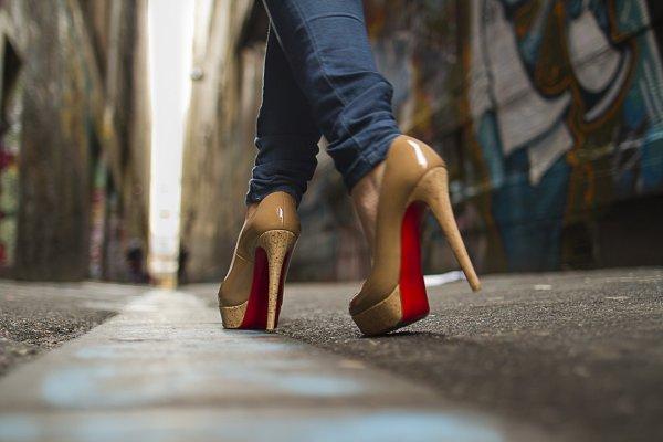 Исследователи: Обувь на каблуках полезна для здоровья