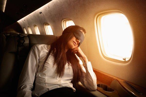 Ученые узнали, почему спать на борту самолета опасно для здоровья