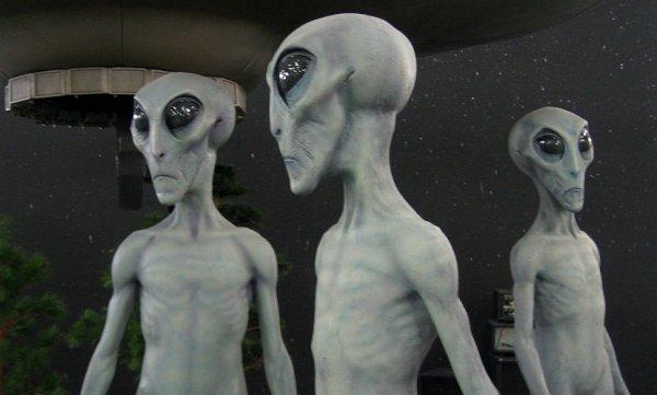 В Аргентине полицейские сфотографировали инопланетянина в парке
