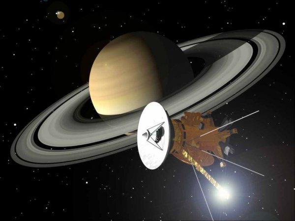 Cassini перед крушением сумел заснять странный космический объект