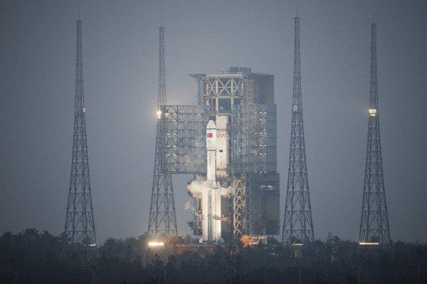 В плотных слоях атмосферы сгорел китайский грузовик «Тяньчжоу-1», покинув орбиту