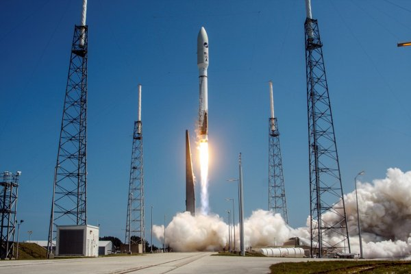 В Калифорнии запустили ракету Atlas V со спутником-разведчиком США