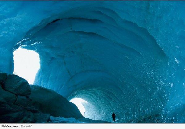 Ученые обнаружили в Антарктиде углубленные в ледники пещеры