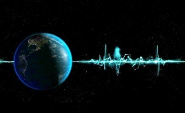 Ученые зафиксировали сверхмощный сигнал из дальней галактики: Что пытаются нам сообщить пришельцы?