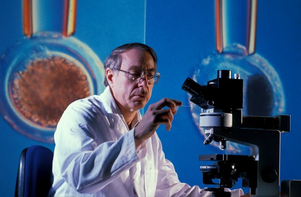 Ученые из Самары создали прибор, который выявляет рак по капле крови