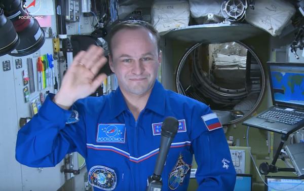 Российский космонавт запечатлел на видео полет над Землей