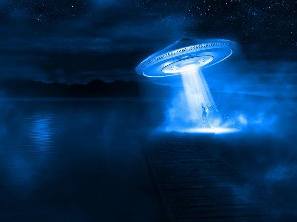 Уфологи нашли недалеко от Солнца таинственное гигантское НЛО в виде куба