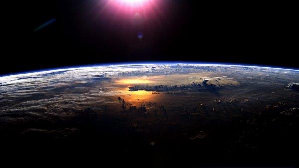 Ученые: Земля каждый год худеет на 50 тысяч тонн