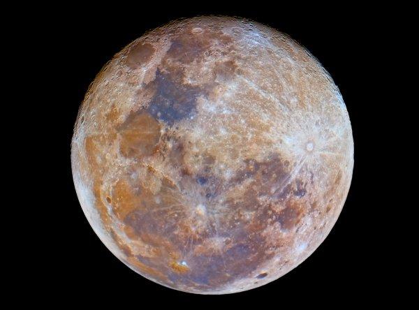 Уфологи: На обратной стороне Луны обнаружены обломки НЛО