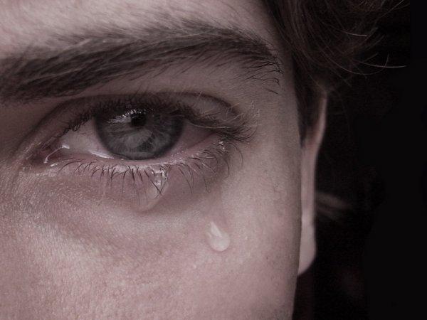 Ученые смогли добыть электричество из слез и слюны