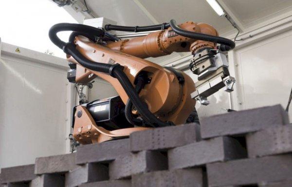 Уральский ученый разработал робота-строителя «Марсоход»