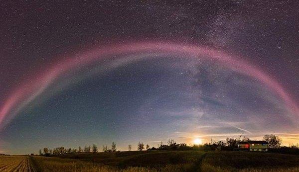 Загадочная дуга возникла в небе над Канадой: Декабрьское нападение пришельцев приближается?