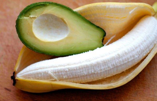 Ученые заявили, что бананы и авокадо способны защитить человека от атеросклероза