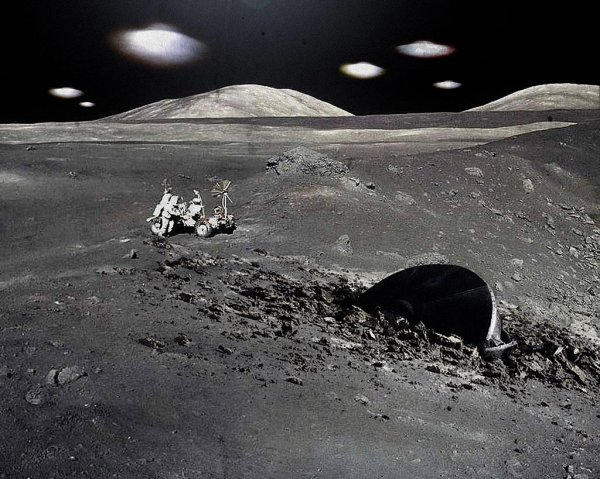 Видео с НЛО над Луной появилось в сети: Спутник Земли является инопланетной базой?